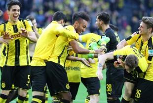 Ausgelassener Jubel nach dem Kantersieg gegen Leverkusen
