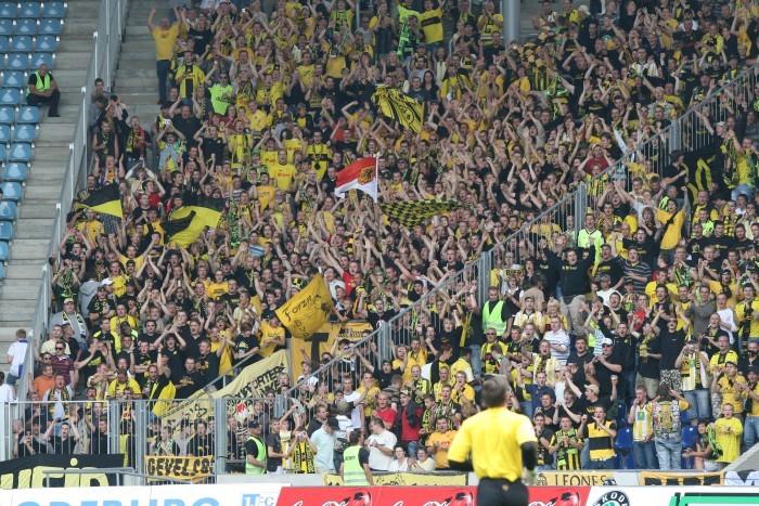 BVB-Fans in Magdeburg beim Pokalspiel 2007.