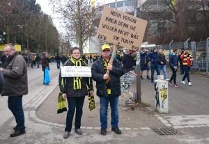 Kreativer Protest vor dem Stadion