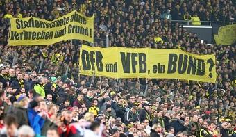 Fußballfanszenen sind durchaus politisch und engagieren sich, wie hier, unter anderem gegen willkürliche Stadionverbote